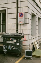 apple belongs to organic waste (moetion.pictures) Tags: f100 analog kreis5 switzerland zurich
