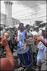 Sambão do China Pau (wilphid) Tags: riovermelho salvador bahia brésil brasil mer rivage fête iemanja yemanja orixas candomblé religion afrobrésilien personnes musique rue le2févrierestlejourconsacréàiemanjayemanjaorixadéessedelamerdanslareligionafrobrésiliennecejourlàdesmilliersdepersonnesleplussouventvêtuesdeblancviennent danslequartierderiovermelho fairedesoffrandesàlareinedelamer