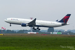 Delta Air Lines Airbus A330-302  |  N825NW  |  Amsterdam Schiphol - EHAM (Melvin Debono) Tags: delta air lines airbus a330302 | n825nw amsterdam schiphol eham melvin debono spotting canon 7d 600d plane planes airport airplane aviation aircraft netherlands holland