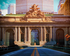 Grand Central Morning (DHaug) Tags: gct grandcentralterminal newyork nyc corneliusvanderbilt statue metlife building skyline architecture fujifilm xt2 xf1024mmf4rois xf1024 nopeople