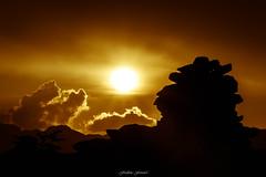 Le Sage et le Crépuscule (Frédéric Fossard) Tags: nuage crépuscule cime crête lumière ombre contraste contrejour silhouette cairn pierre rocher soir calme alpes hautesavoie signalforbes massifdumontblanc massifdesaiguillesrouges texture paysage montagne nature soleil halo