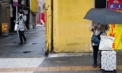 170401-0085-IMG_2603-Bearbeitet (ivan_sorokin) Tags: farbe gelb japan menschen regenschirm straãe 2017 strase