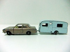 FORD CORTINA G.T. & BERKELEY CAVALIER CARAVAN - MATCHBOX (RMJ68) Tags: ford cortina mkii mk2 gt matchbox lesney diecast coches cars juguete toy 164 scale berkeley cavalier caravan caravana trailer 180