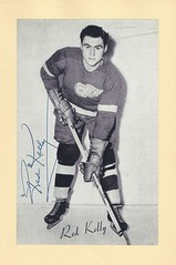 1944-63 NHL Beehive Hockey Photo / Group II - RED KELLY (Defence / Centre) (Hall of Fame 1969) - Autographed Hockey Card (Detroit Red Wings) (#182) (Baseball Autographs Football Coins) Tags: hockey beehive 1934 1967 19341967 groupi groupii groupiii woodgrain torontomapleleafs bostonbruins newyorkrangers montrealcanadiens chicagoblackhawks detroitredwings montrealmaroons newyorkamericans card photos hockeycards brooklynamericans nationalhockeyleague nhl redkelly defence centre hhof hof hockeyhalloffame halloffame