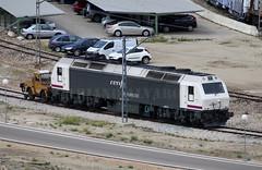 Next Rosco... (Mariano Alvaro) Tags: 333 316 renfe rosco tcr pintura locomotora diesel vias tren trenes