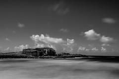 movement (moltofredo) Tags: bw black white sw schwarz weiss noiretblanc monochrome natur nature water wasser langzeit meer sea clouds wolken strand beach longexposure