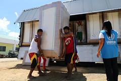 Matratzen von IKEA (UNO-Flchtlingshilfe) Tags: hospital philippines volunteers palo mattress typhoon haiyan unload philippinen taifun