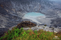 Ratu Crater (ali trisno pranoto) Tags: grass indonesia landscape nopeople crater bandung westjava volcanic tangkubanparahu ulfur ratucrater alitrisnopranoto