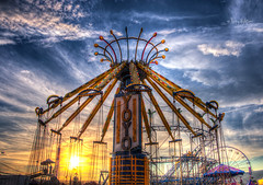 YoYo Sunset Salem Fair (Terry Aldhizer) Tags: sunset sky sun clouds virginia amusement ride swings fair roanoke terry salem yoyo aldhizer terryaldhizercom