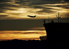 Leaving Las Vegas (johnsinclair8888) Tags: airplane airport lasvegas nikon 300mm sunset golden art d750 johndavis clouds mountains jet flying city gold affinityphoto flickrelitegroup