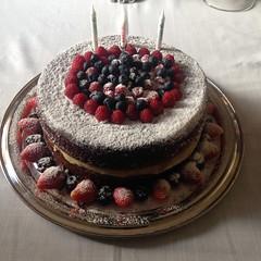 naked cake @veravilleladoces (VERA VILLELA DOCES) Tags: veravilleladoces nakedcake marzipan festas chocolate bolos bolosdecorados