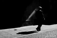 Luces y sombras (jesus pena diseño) Tags: jpena jpenaweb streetphotography jesuspenadiseño blackandwhite bnw streets people shadows madrid spain