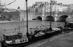 DSCF5083a (al253) Tags: paris péniche bridge bw nb monochrome fuji