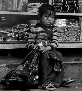 NEPAL, Auf dem Weg nach Pokhara, Menschen unterwegs, Mädchen,  16030/8293