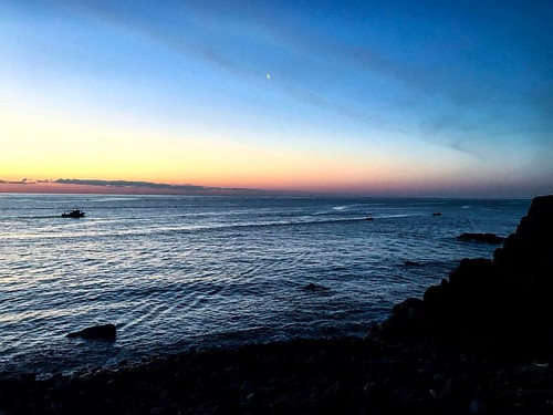 Light versus Darkness. Who will win?   (#latergram from Catania)  #catania #sicily #sicilia #sicily❤️ #siciliabedda #sicilianjourney #sea #sunrise #sunrise🌅 #sunriseporn #dawn #alba #sicilianinsta #writer #writergram #writersofig #writersblo