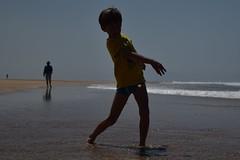 Petit caillou (bonnaudthomas) Tags: contrejour backlit silhouettes caillou stone enfant kid plage beach hossegor