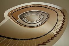 Gehrckenshof Hamburg (Elbmaedchen) Tags: staircase stairs treppenhaus treppenauge roundandround helix escaliers architektur architecture gehrckenshof