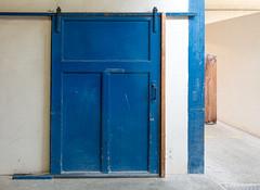 Door at Delft Blue (Jorden Esser) Tags: nederlandvandaag deporceleynefles delft delftblue bluedoor ddd earthenwarefactory factory potteryfactory thursdaydoorday thursdaydoorsday sliding door slidingdoor