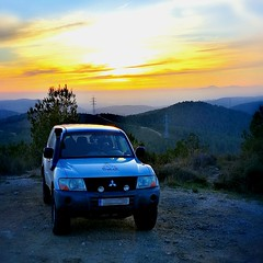 Sunset (carlesbaeza) Tags: atardecer sunset sun capvespre sol beautifulimages mitsubishi offroad 4x4