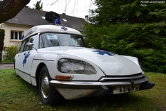 Citroën DS20 Break Ambulance 1973 (Monde-Auto Passion Photos) Tags: voiture vehicule auto automobile citroën ds break ambulance blanc ancienne collection rare rareté france moretsurloing véhicule vente enchère osenat