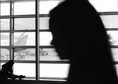 Passengers (Mister Blur) Tags: blackandwhite bw blancoynegro walking airplane airport aperture nikon waiting florida gracias miami passengers international planes aeropuerto wandering bandnames pasajeros d7100 fragmentosdeluz
