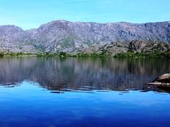 Pinceladas sobre el lago de Sanabria....... (TeresalaLoba) Tags: spain zamora 544 puebladesanabria