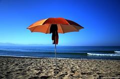 Ombrellone (superjuanmata) Tags: mare alba mattina solitudine piombino ombrellone perelli