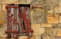 Les Volets clos... (De l'autre côté du mirOir...) Tags: lesvoletsclos 2013 d700 deckard1953 bretagne france french brittany breizh nikkor nikon yannick ニコン extérieur texture fenêtre mur ruine