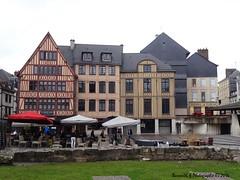 Place du Vieux March , Rouen (Barnie76@ ,) Tags: facade restaurant rouen normandie ville colombages placedumarch seinemaritime sonydschx10v
