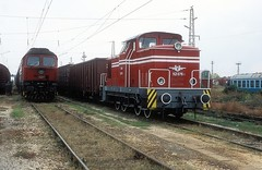 52 076  Septemvri  11.10.05 (w. + h. brutzer) Tags: analog train nikon eisenbahn railway zug trains bulgaria locomotive 52 lokomotive diesellok bulgarien eisenbahnen bdz septemvri dieselloks webru
