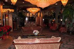 Leonard's Palazzo VII (joeclin) Tags: amateur 2000s northamerica america unitedstates usa newyork ny longisland li nassaucounty northhempstead greatneck leonardspalazzo cateringhall weddingreception indoor color canonpowershotsd500 interior chandeliers lobby