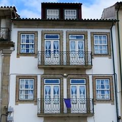 IMG_4320 (marinetteromico) Tags: bâtiment fenêtres balcons azuleros pontedelima portugal