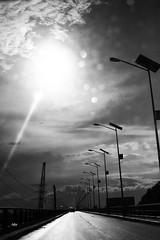 sol (betho itinerante) Tags: bn blanconegro amanecer sol cielo nubes calor luz sombra dia contraste asfalta calle ciudad postes lineas profundidad contraluz destello horizonte camino street streetphotographer