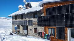 Schronisko Rif. F. Chabod 2750m. (Tomasz Bobrowski) Tags: góry valsavarenche narty alpy graianalps riffchabod2750m mountains skitury skitouring alps ski alpygraickie skitura
