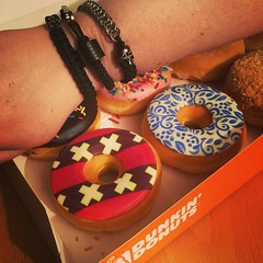 Still have some donuts leftover from my trip out this afternoon. Time to enjoy a couple more @dunkindonutsnl from #Amsterdam with @turbocarbon 🍩😋 #dunkindonuts #dunkindonutsnl #carbonfiber #jrj #jenniferrayjewelry #jrjcarbon #mensjewelry #wri (JenniferRay.com) Tags: instagram carbon fiber jewelry exclusive jrj jennifer ray paracord custom
