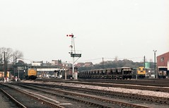 WSH ACTIVITY (Malvern Firebrand) Tags: worcester shrub hill february 1982 ordinary dull gloomy snapshot nothing particular but course looking back you can appreciate pair 20s yard class 31 probably process shunting vans bay platform no longer use there is interest rolling sotck semaphore signals notice signal visible against wall box railway activity railroad track mineral ballast worcestershire