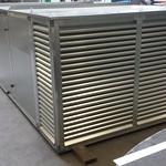 Luchtbehandelingskast voorzien van een V-snaar gedreven centrifugaalventilator met filterplenum en geluiddemper