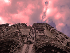 La nébuleuse du passé (François Tomasi) Tags: cathédrale villedetours tours touraine tomasi françois françoistomasi google flickr yahoo indreetloire france europe nikon reflex rose pink sky ciel clouds cloud nuages nuage soleil sun pointdevue pointofview pov composition angle religion couleurs couleur colors color lumières lumière lights light avril 2017