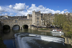 Pulteney Weir (Roger.C) Tags: bath somerset southwest westcountry swisbest bluesky clouds water weir boat tourism city busy stonework cotswolds beauty beautiful old historic sunny detail nikon tamron d610 2470mm river avon cityofbath lovebath