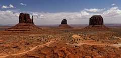 The big three (Guillaume DELEBARRE (Guigui-Lille)) Tags: usa monumentvalley arizona america immensité mesas desert navajo reservation ocre rouge red canoneos6d tamron2470f28 landscape paysage grandisoe grand