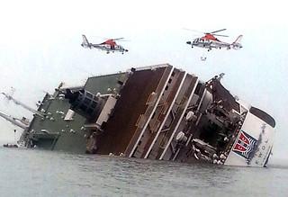 【焦点大图】韩国渡轮沉没,数百人失踪