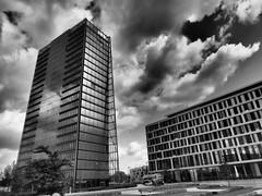 Tower und Hotel (DocUnity) Tags: bw art germany deutschland kunst moderne sw bremen weser schwarz weis berseestadt arichtektur docunity