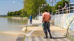 Cleaning after the great flood. (Originalni Digitalni) Tags: canon flood cleanup croatia dslr hrvatska deluge riversava tomislav kej poplava 60d slavonskibrod poloj lacic