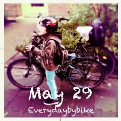 #everydaybybike #fixie #cycle #bike #mtb #bergamont #bergamonster #kids #mnster (Singlespeed2011) Tags: bike kids square cycle squareformat mtb fixie mnster bergamont iphoneography instagramapp uploaded:by=instagram bergamonster