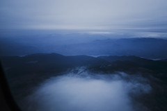 Oregon country (Lastien) Tags: travel blue wild sky usa mist mountains night clouds oregon forest plane river portland flying unitedstates dusk pdx 24mm birdseyeview canon6d