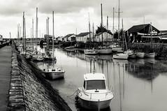Noirmoutier (Laurent Kiruan) Tags: blackandwhite bw reflection water port boat eau noiretblanc sony sigma nb reflet bateau noirmoutier vende nex sigma3028 nexf3