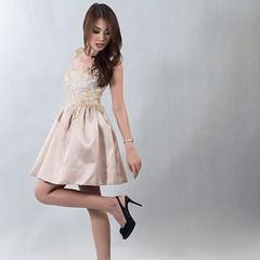 ชุดราตรีสั้น ลูกไม้ กระโปรงผ้าไหม ธีมสีทอง สวย หรูให้เช่า สนใจ Line : gib-atale หรือสนใจตัดชุดราตรี เดรสออกงาน ชุดเพื่อนเจ้าสาว ลองเข้าไปดูผลงานสวยๆ ได้ที่ www.dressbyatale.com #ชุดราตรี #ชุดออกงาน #ชุดลูกไม้ #ชุดเพื่อนเจ้าสาว #ตัดชุดราตรี #เดรสออกงาน