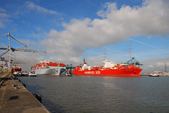 Deurganck dock (larry_antwerp) Tags: haven port ship vessel terminal container antwerp schip dpworld capsanaugustin deurganck 9516442 coscospain 9622239 中远航运股份有限公司