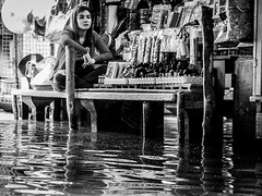 Dreaming | Damnoen Saduak Floating Market | Bangkok 2016 (Johnragai-Moment Catcher) Tags: people portrait thailand thailandtourism themoment streetmoment streetlife street streetphotography straatfotografie johnragai johnragaiphotos johnragaistreet johnragaibw gesture