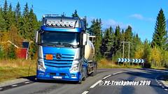PS-Truckphotos_2016 SCANDINAVIA_212 (PS-Truckphotos) Tags: pstruckphotos pstruckphotos2016 sodium actros gigaspace ebu027 silo bulk lastwagenbilder lastwagenfotos lkwbilder truckpics pstruckfotos lastbil lkw lastwagen truck sweden schweden sverige lastbilfoton foton truckpictures supertrucks showtrucks truckshow truckmeet ps truckfotos truckphotos